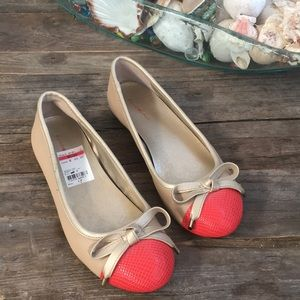 Bandolino leather beige flats with coral toe